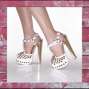 💠NEW💠 White spike platforms - Kandee Shoes